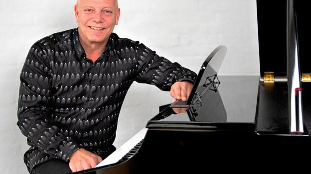 Som akkompagnatør har Knud-Erik Thrane en speciel evne til leve sig ind i melodien og at følge solisten Michael_Madsen Wizion