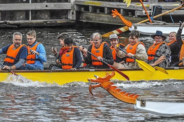 Seks både var på vandet i Dragebådssejlads 2018. Tre både i hvert heat. Foto: Ole Iversen