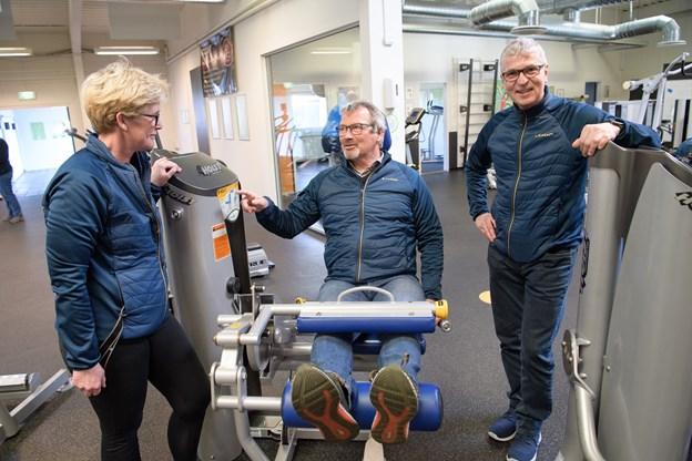 Loop i Skagen er specielt med et godt og aktivt socialt miljø, og det vil den nye ejer Bjørn Kristensen fortsætte. Her ses han med Marianne og Niels Jørgensen, der har solgt centret.