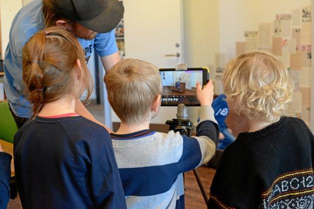 Animation giver barnet mulighed for at udtrykke sit eget perspektiv. Børnehaven Søndergård i Viborg laver stop motion-film med kunstner Flemming Bæk.