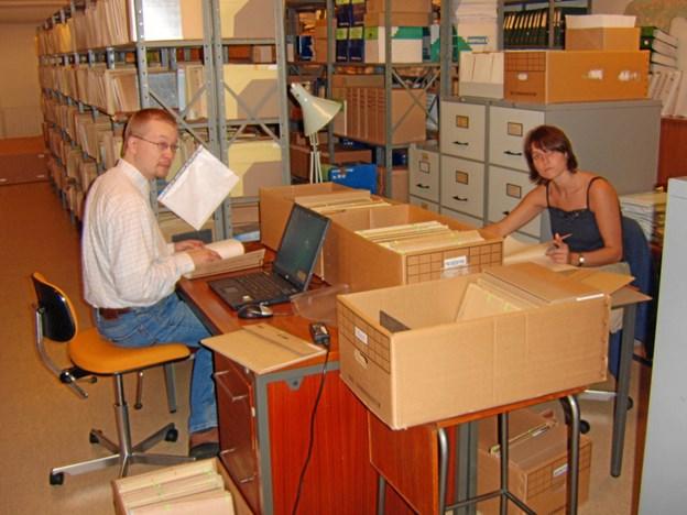Arkivmedarbejderne Claus Windfeld Callesen og Lone Venderby Foto: Kommunearkivet