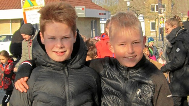 Kammeraterne Mads Overgaard og Benjamin Elkjær fra henholdsvis 6. og 7. klasse på Terndrup Skole klar til at løbe.