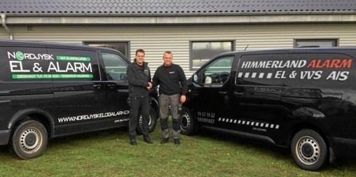 Kenneth Mortensen (tv) og Peter Overgaard giver hinanden håndslag på et godt samarbejde til glæde for både kunder og leverandører. Foto: Privat.