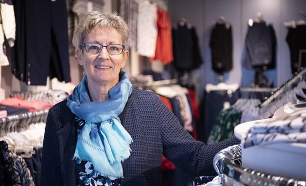 Susanne Jepsen har efter 16 år i tøjbutikken besluttet, at det er tid til at lukke og blive pensionist. Foto: Kim Dahl Hansen