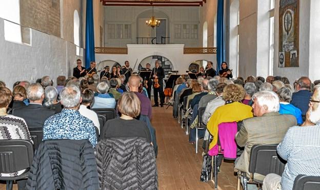 120 mennesker klar til at høre strygerne fra Aalborg Symfoniorkester. Foto: Mogens Lynge Mogens Lynge