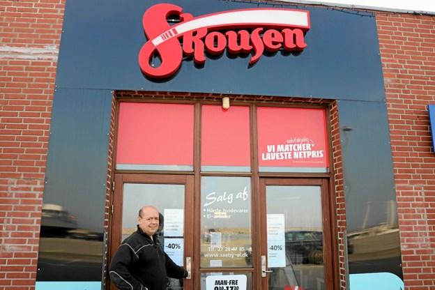 Indehaver Lars Andersen er glad for at kunne præsentere Sæbynitterne for Skousen kædens store udvalg af hårde hvidevarer. Foto: Tommy Thomsen