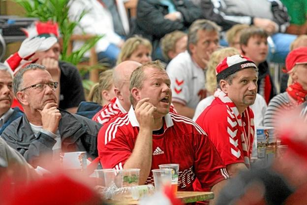 Hals forenede Sportsklubber viser VM-håndboldkampen mellem Danmark og Norge på storskærm. Foto: Allan Mortensen