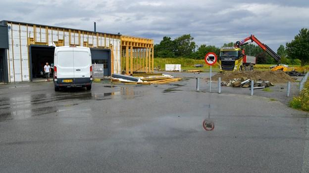 Der skal være bilforhandler, værksted og synshal, når ?byggeriet er færdigt. ?Foto: Jesper Thomasen