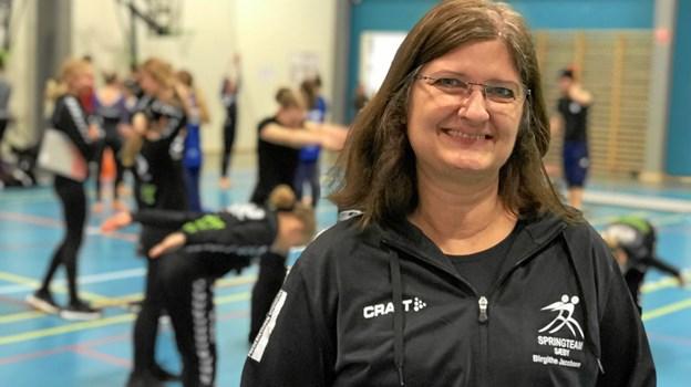 Det kan kun lade sig gøre, fordi vi har Arena Nord med mulighed for at lave opvarmning i skolehallen og opvisningshal i den store arena, siger Birgithe Jacobsen, der er den glade formand for de mange dygtige gymnaster og entusiastiske ledere og forældre i Springteam Sæby.