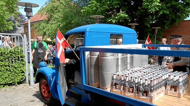 Bryggerimuseets velholdte Opel Blitz anno 1949 bragte »P. Kjeldgaard« i 2019-udgave frem til de ventende gæster i Bryggerhaven. Foto: Ejgil Bodilsen
