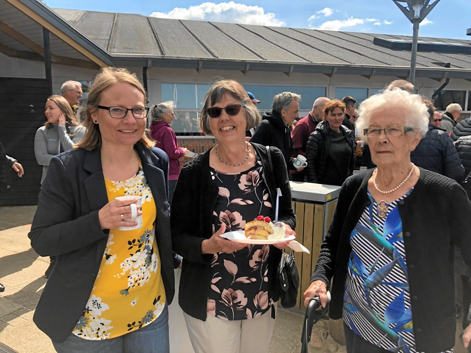 Gudrun Hansen (th) med datter og barnebarn - familien er hyppige gæster hos Skallerup Seaside Resort, der onsdag fejrede sin 70 års fødselsdag.Foto: Thomas Nielsen