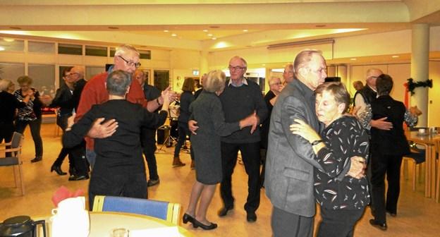 Der blev danset og hygget, da Han Herred Landbo Senior i Fjerritslev holdt julefest. Privatfoto