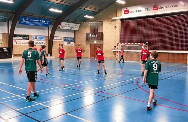 Fra opgøret med Hanstholm - sidste kamp før Final 4 i Støvring for Hurup-drengene (rødt). Privatfoto