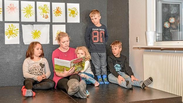 I Børnehuset var der hygge med højtlæsning. Foto: Mogens Lynge