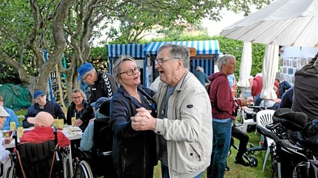 """Der var dans i haven til """"Midt i Ugen"""" gode musik fra dengang farfar var ung. Foto: Niels Helver Niels Helver"""
