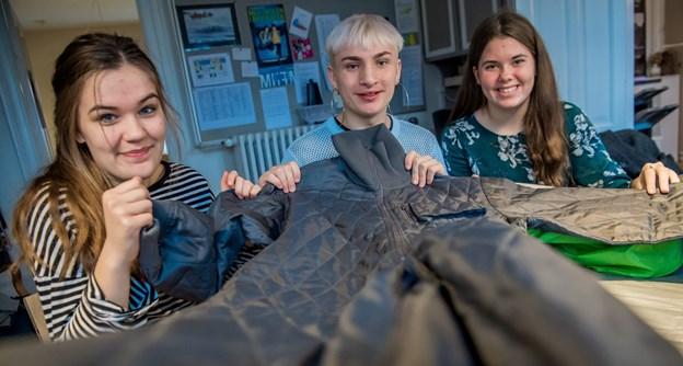 De tre klassekammerater fik ros af dommerne, da de havde deres idé med til Danish Entrepreneur Awards tilbage i november - en idékonkurrence for unge i grundskolen og på ungdoms- og videregående uddannelser. Fra venstre er det Selma Søltoft Holmegaard, 17 år, Jannick Beyer Jensen, 18 år, og Maiken Schjødt, 16 år.