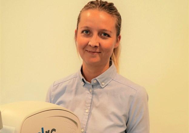 Pernille Lindhardt Mikkelsen oplever, at mange ikke er klar over, hvordan de skal håndtere deres kontaktlinser korrekt.