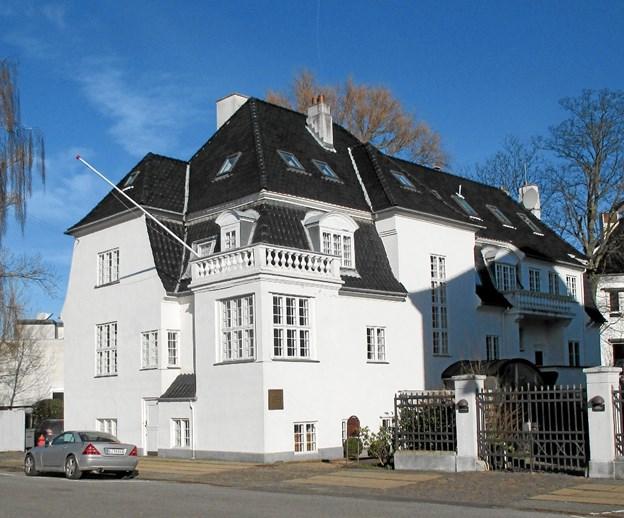 Man fornemmer, at Krøyer på et tidspunkt har været godt ved muffen, når man ser den villa, han fik Plesner til at tegne på Bergensgade i København. Den emmer stadig af vild luksus.