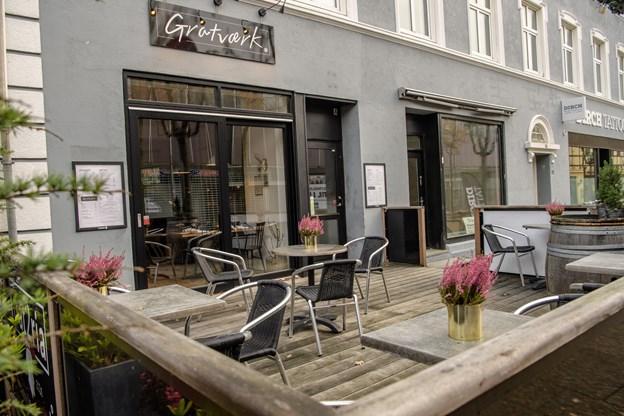 Gratværk er forholdsvis ny her i byen. den er kun anmeldt 63 gange, men de 63, der har været der har uddelt en samlet score spå 10 og dermed topper Gratværk Eaties liste i Frederikshavn. Peter Broen