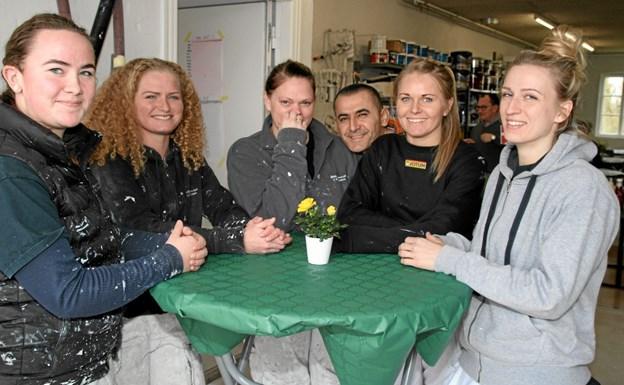 Her er nogle af medarbejderne som var klar til at fejre firmaets 10 års jubilæum. Foto: Flemming Dahl Jensen Flemming Dahl Jensen