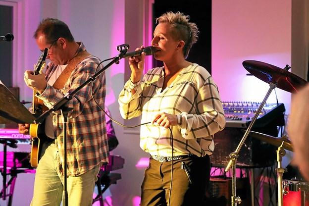 Artis Koch Band leverede den musikalske underholdning i Havnehuset i Hou. Foto: Allan Mortensen