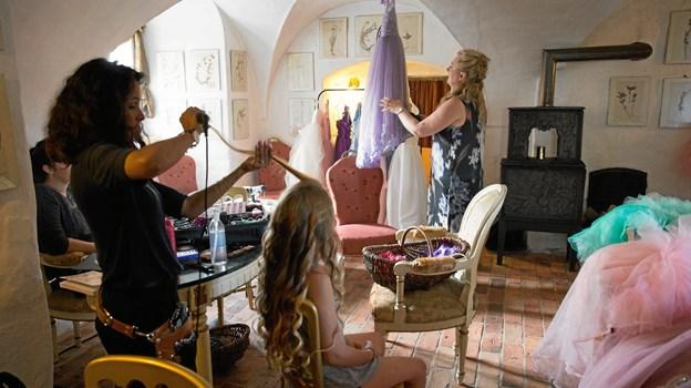 """En gang om året inviterer """"Min Prinsesse Drøm"""" piger med livstruende sygdomme til en photoshoot på et rigtigt slot med puffede prinsessekjoler, skøn make-up og hårstyling udført af professionelle fotografer og make-up artister.  Privatfoto"""