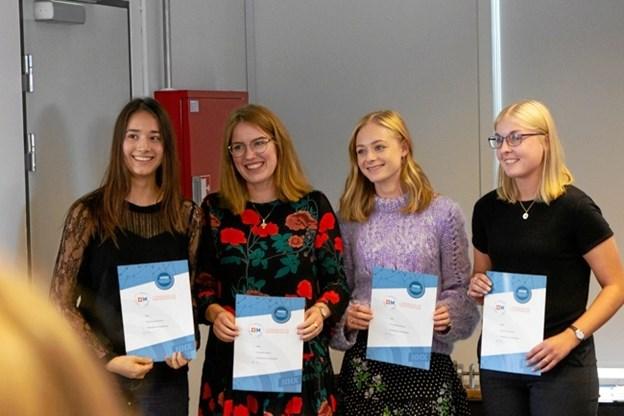 Fire elever fra Frederikshavn Handelsskole har netop fået en finaleplads i DM i Erhvervs-case. De er Sofie Frahm Jacobsen fra Sæby, Cecilie Høgh Andersen, Line Bødker Larsen og Emily Olesen fra Frederikshavn.