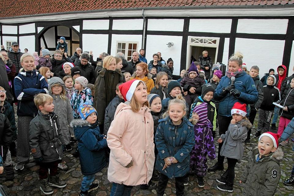 Der var mange børn som kaldte på julemanden. Foto: Flemming Dahl Jensen Flemming Dahl Jensen