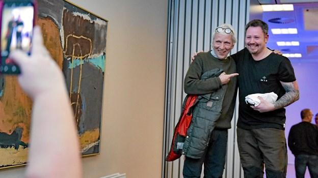 Peter Siegstad fra Thisted fik en hilsen på en T-shirt og et billede sammen med Jørgen Skouboe. Foto: Ole Iversen