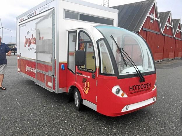 """Den ligner måske umiddelbart en helt almindelig pølsevogn, men Mogens Lassens nye """"HotDog'en"""" er både el- og selvkørende og behøver ikke en bil til at flytte sig.Foto: Energibyen"""