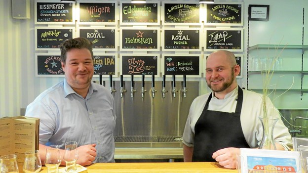 Mathias Sørensen og Heine Skjoldager i den nye bar. ?Foto: Kirsten Olsen