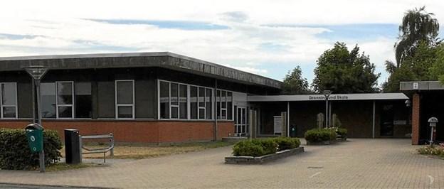 Dronninglund Skole er en af de tre institutioner, som fejringen af 300-års jubilæet drejer sig om. Her bliver der bl.a. tale om elev-aktiviteter, udstilling m.m.Foto: Skolefoto skolefoto