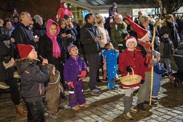 Op mod 500 børn var til juletræstændingen. Foto: Peter Broen Peter Broen