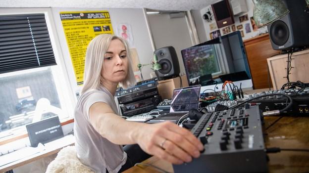 Vibeke Falden holder meget af at eksperimentere med lyd. Foto: Teis Markfoged