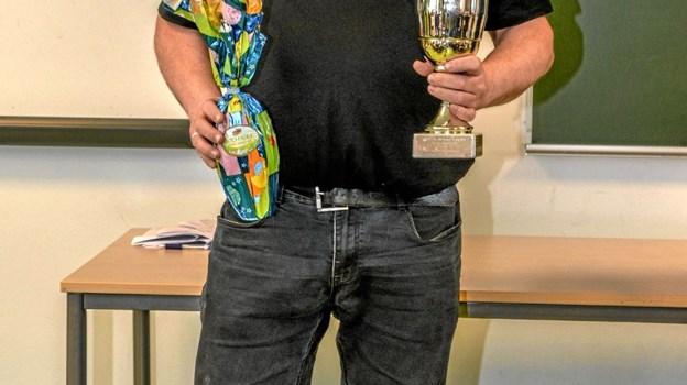 Årets frivillige, Lars Jensen fik både pokal og påskeæg. Foto: Mogens Lynge Mogens Lynge