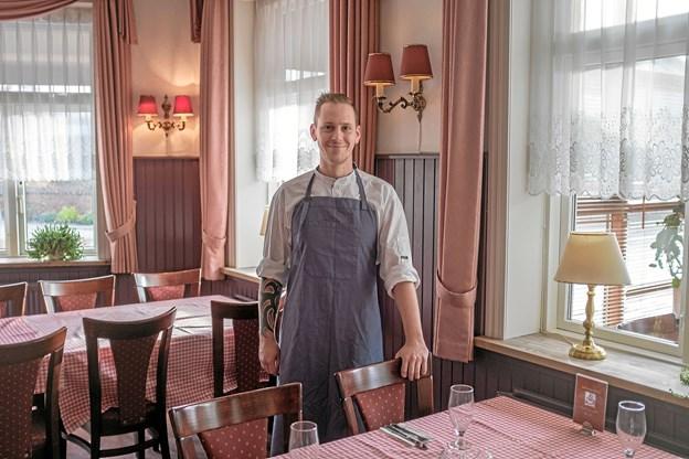 Det er den erfarne kok og køkkenchef Andreas Busk, der vil kræse om gæsterne og servere lækker klassisk dansk mad. Foto: Niels Helver Niels Helver