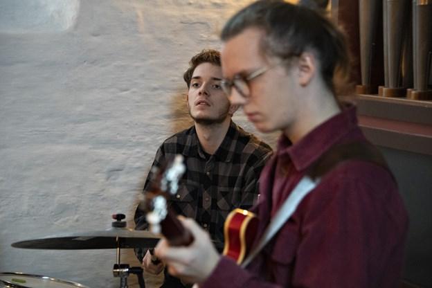 Oscar Rank på trommer og Casper Hejlesen på guitar.Foto: Kurt Bering Kurt Bering