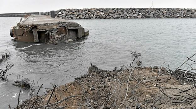 De gamle sænkekasser i Østmolen har vist sig at være noget mere modstandsdygtige overfor at skulle fjernes.Arkivfoto: Ole Iversen