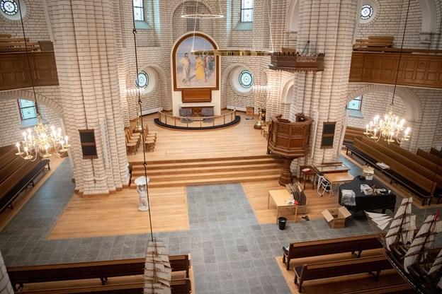 Igen stramheden i kors-kirken
