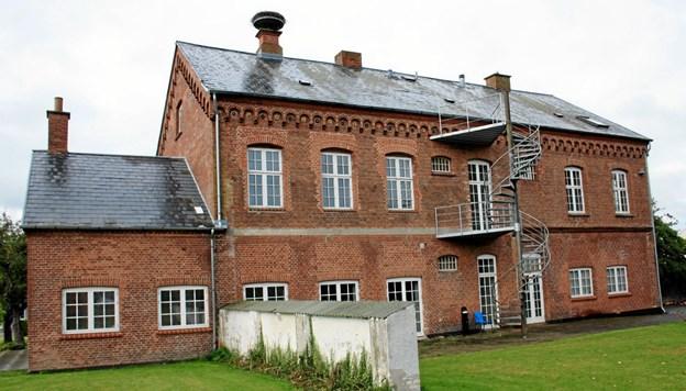Bagsiden af den gamle retsbygning i Terndrup gemmer på en have, kaldet Tinghaven. Privatfoto