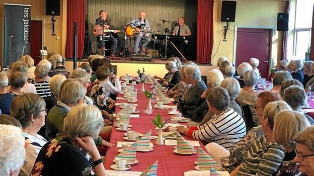 Lars Jakobsen Trio underholdt forsamlingen.