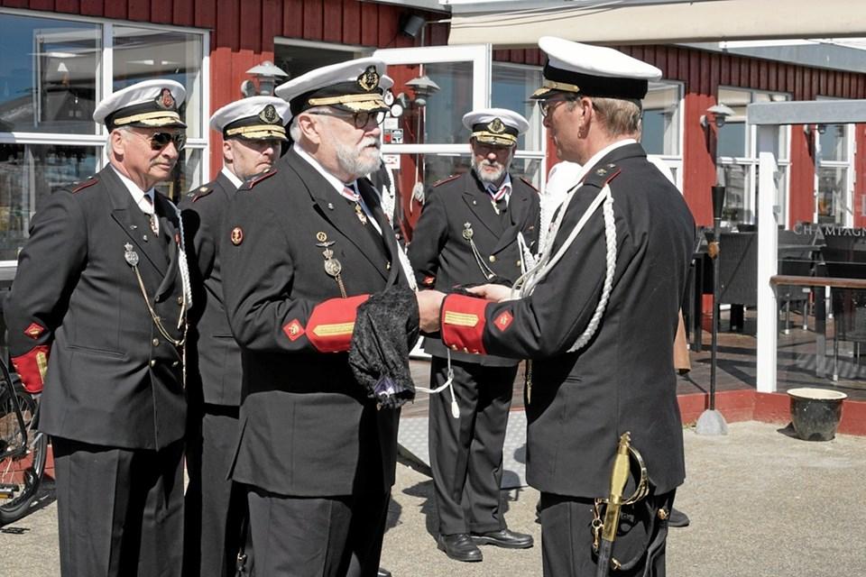 Senest har lauget fået lavet ni marineofficers sabler. Foto: Peter Jørgensen Peter Jørgensen