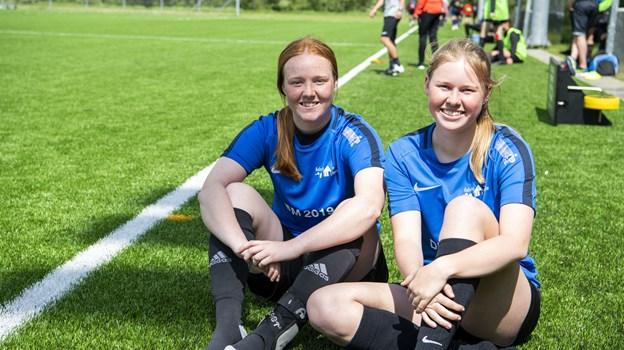 Marie Grøn-Iversen og Sofie Rokkjær er begge en del af Aabybro Efterskoles pigehold, der sidste år vandt turneringen. Foto: Kim Dahl Hansen