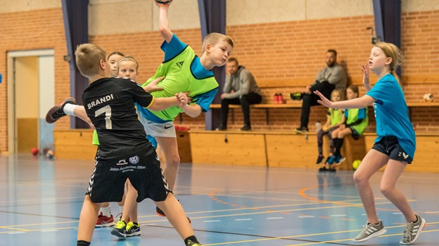 Børnene hyggede sig sammen, selvom der blev fightet på banen. Foto: Martin Damgård Martin Damgård