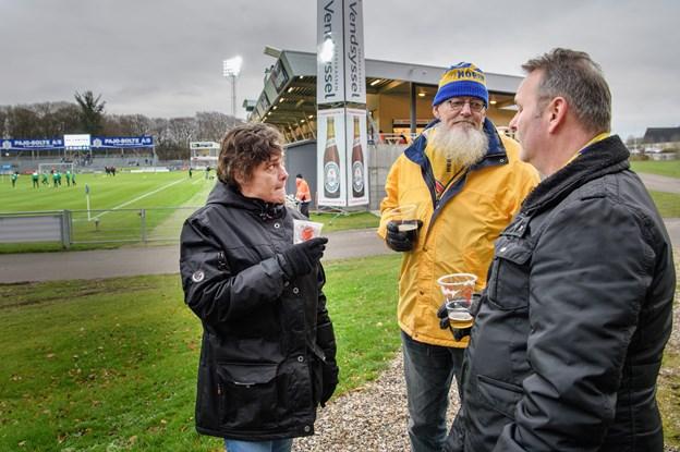 Nuværende næstformand Jesper Norup - i midten - var for et dusin år siden med til at stifte Hobro IK's første fanklub. Peter Broen