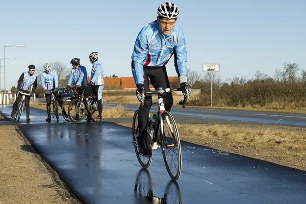 Gode cykelstier med god asfalt, som her på Solsbækvej ved Sæby, er en mangelvare i Frederikshavn Kommune. Men det har politikerne nu mulighed for at ændre.