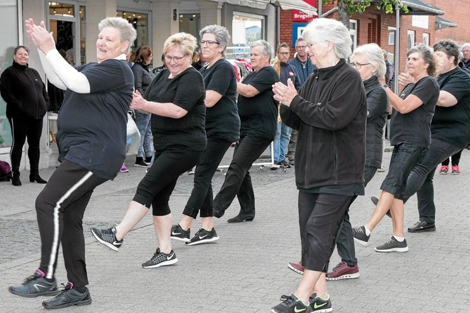 Frederikshavn-Sindal Linedancers optrådte for et imponeret publikum. Foto: Peter Jørgensen Peter Jørgensen