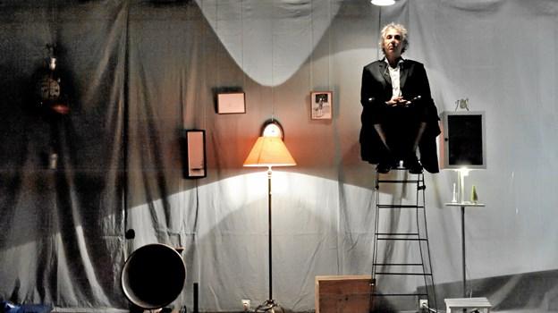"""Vélo Théâtre er legendarisk indenfor sin genre, og på Aprilfestivalen kan dette kompagni opleves med sin stemningsskabende teater-installation med den finurlige titel """"Frøen på bunden af brønden tror himlen er rund"""". Foto: Sylvain Scubbi Sylvain_SCUBBI"""