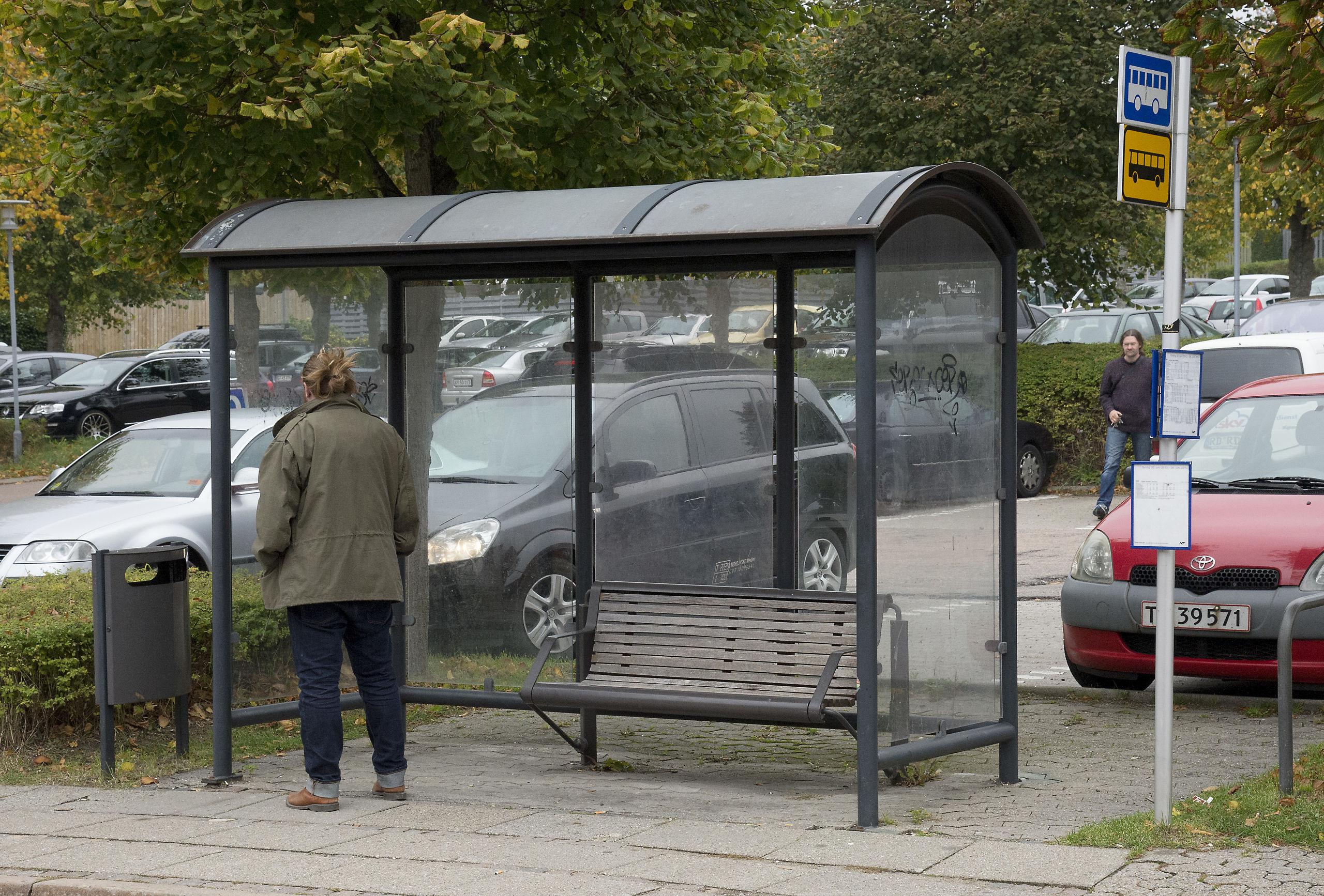 Det er ikke nødvendigt at spejde efter bussen .... nu kan du booke en cykel i stedet. Arkivfoto: Peter Mørk