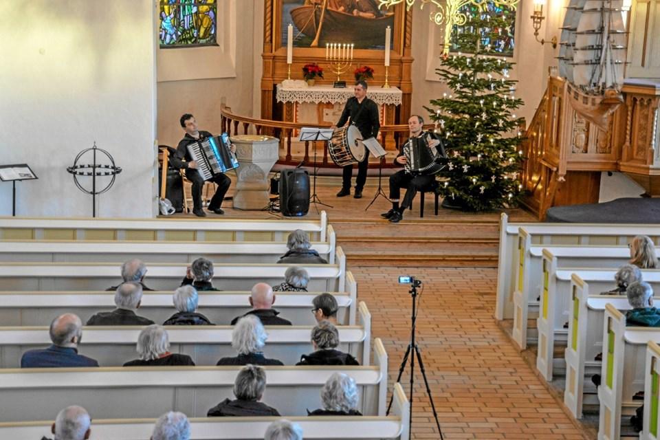 Godt 50 var mødt op til en anderledes nytårskoncert i Løgstør Kirke søndag eftermiddag. Foto: Mogens Lynge